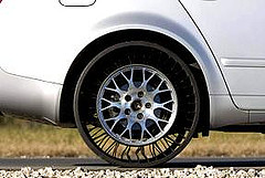 Me revisas la presión de los neumáticos