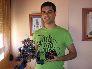 Jonathan Asensio y su robot Tachikoma