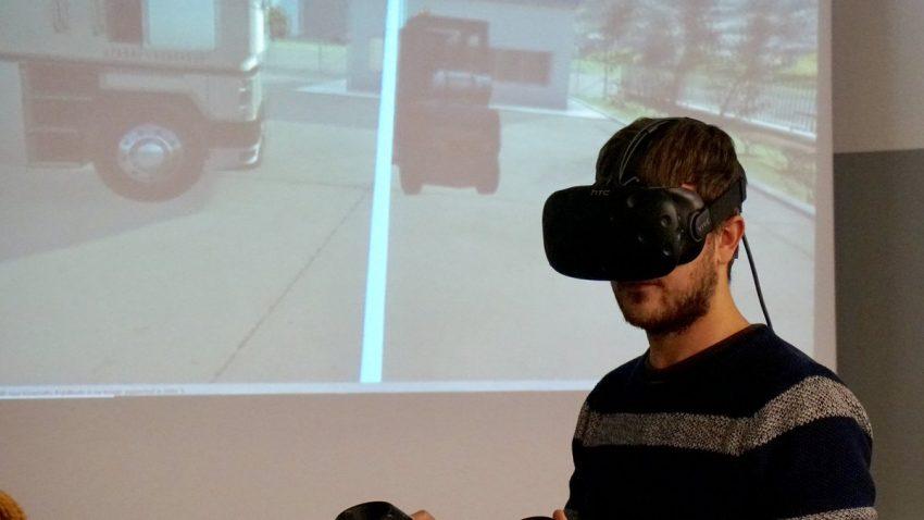 manejando una carretilla contrapesada en realidad virtual