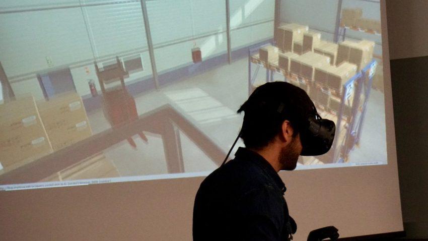 en LLOG VR se simula el peso y los centros de gravedad de las cargas