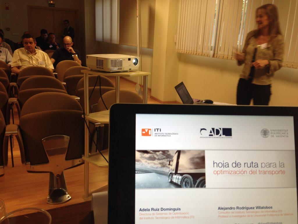 Adela Ruiz y Alejandro Rodríguez en el taller Hoja de ruta para la optimización del transporte